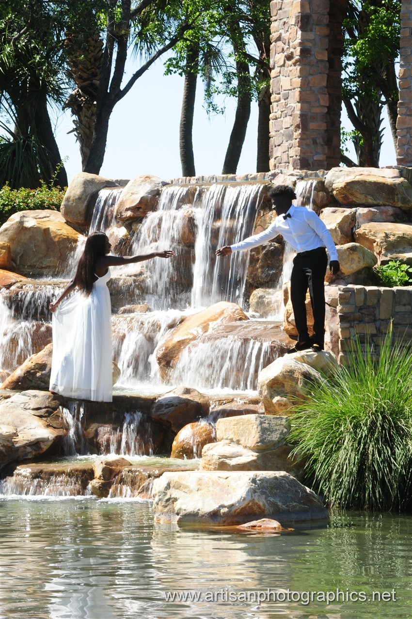 Love is in full bloom with Laura and DeAndre' 6